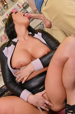 Simony Diamond Naughty Milf Getting A Massive Cumshot
